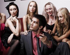 Подруги девушки - как себя вести?