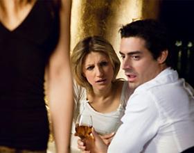 Почему мужчины смотрят на других женщин