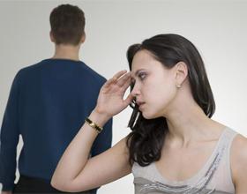 Почему парень игнорирует девушку