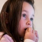 Если ребенок грызет ногти: причины, чем это опасно и что делать