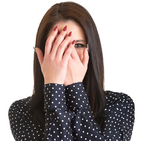 Застенчивая девушка